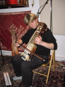 Hans Christian playing sarangi live on Echoes